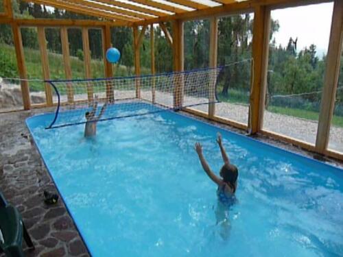 Hry v bazénu 8x3 m