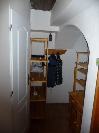 Předchodbička před koupelnou s úložnými prostory