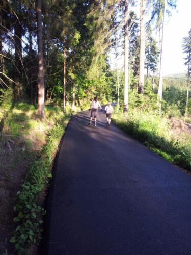 Nová asfaltová cesta k bufetu Rovinky