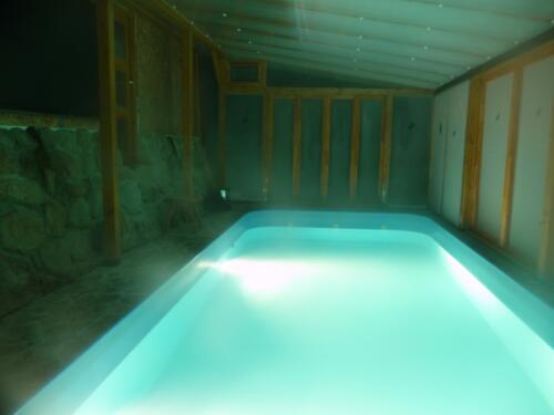 Večer si můžeme bazén pěkně osvětlit...